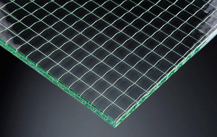 Фото образца армированного стекла с квадратными ячейками-1
