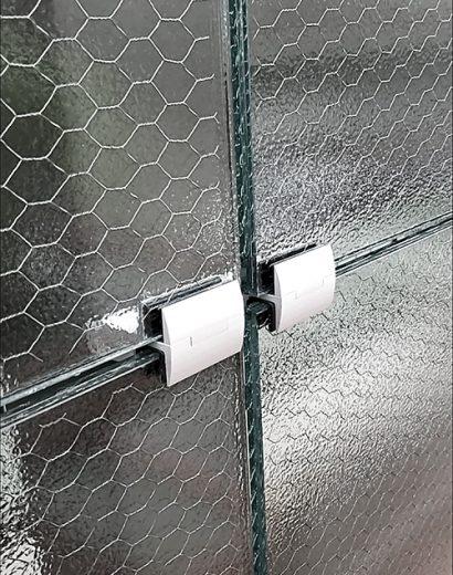 Фото изделия с армированным стеклом с шестиугольными ячейками-2