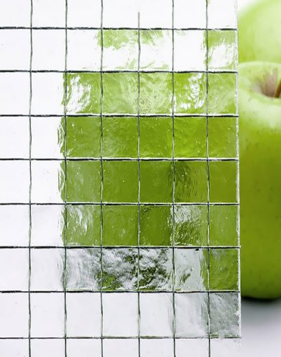 Фото образца армированного стекла с квадратными ячейками-2