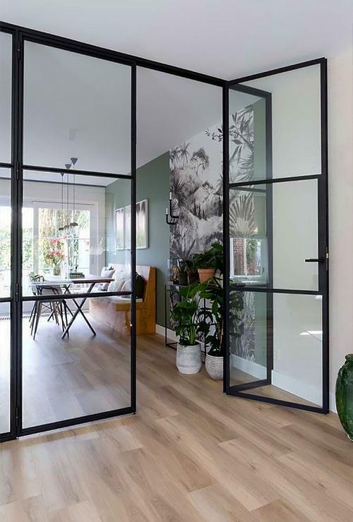 Перегородка с распашными дверьми