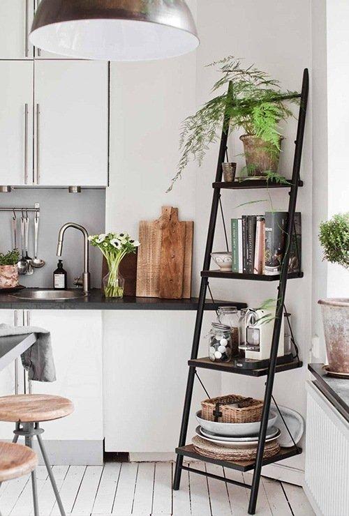 Стеллаж лесенкой на кухню