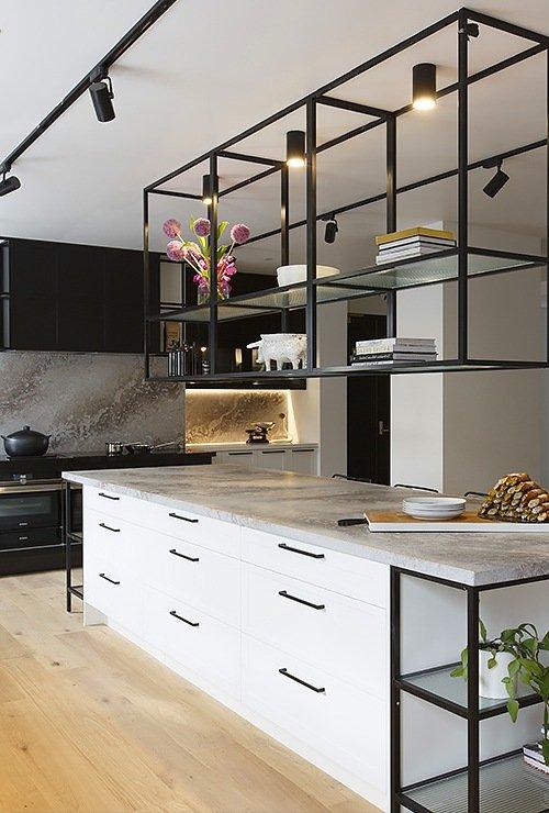 Подвесной стеллаж на кухню