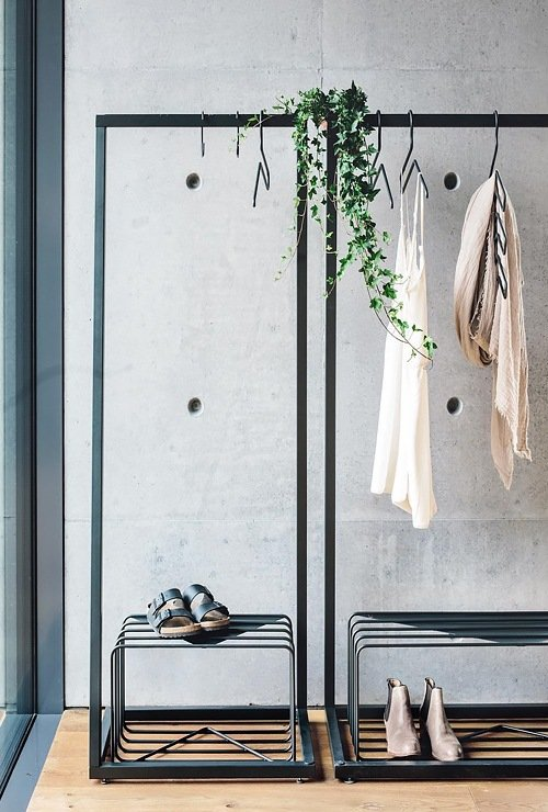 Обувной стеллаж с вешалками фото