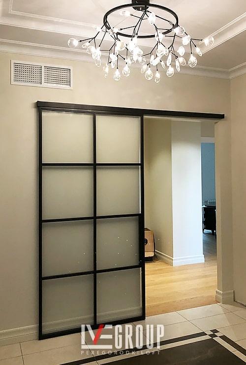 Раздвижная настенная дверь в гостиную