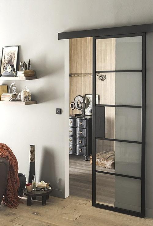 Раздвижная навесная дверь из стекла
