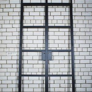 Распашные двери лофт из металла картинка 1