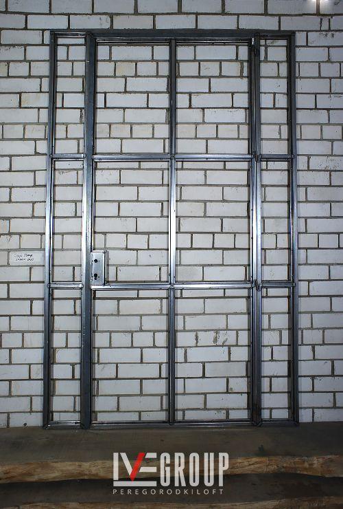 Одностворчатая распашная дверь с фрамугой