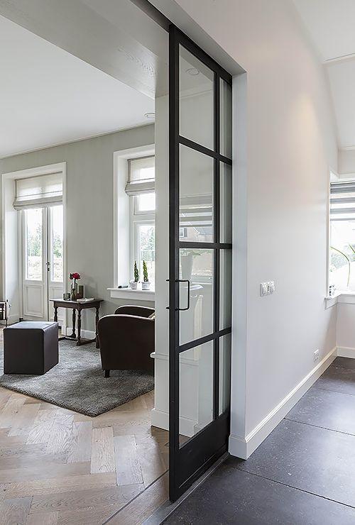 Фото двери с пеналом в стену 45