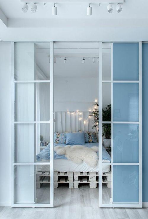 Раздвижные белые двери в спальню фото 3