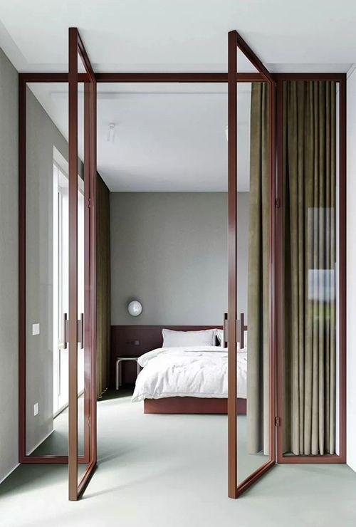 Перегородка с распашными дверями в спальню 2