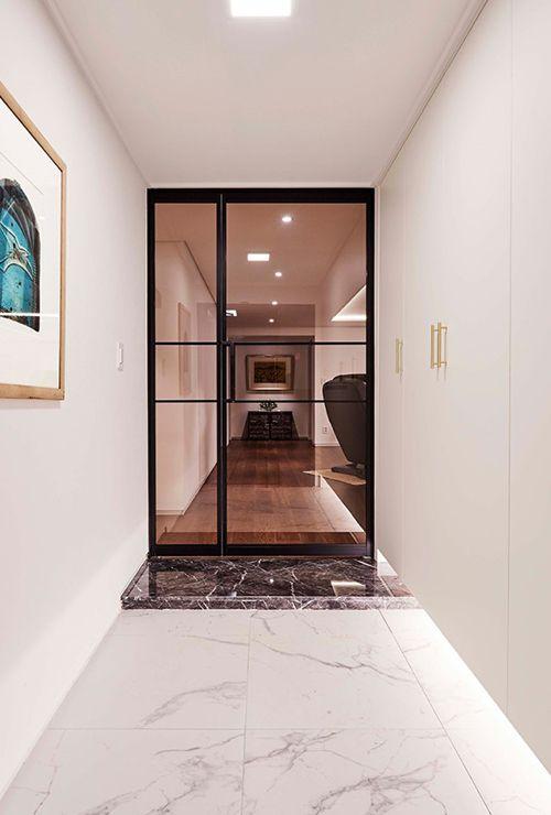 Фото тонированной стеклянной двери 12