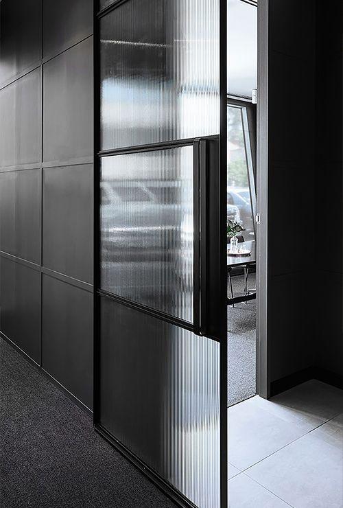 Раздвижная дверь с рельефным стеклом фото 6.4