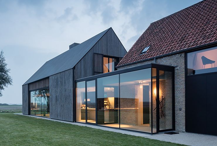 Фото стеклянного тамбура между домами