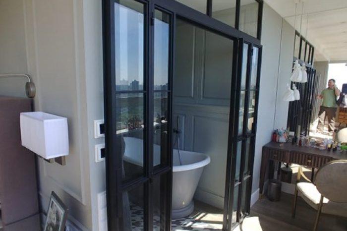 Перегородка в ванную с дверями фото