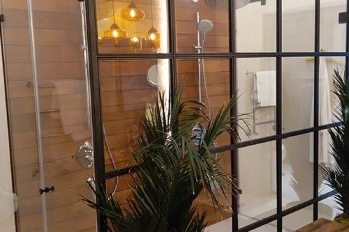 Перегородка в душ на две лейки
