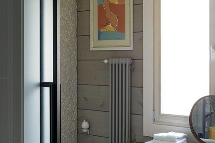 Дверь с матовым стеклом в туалет