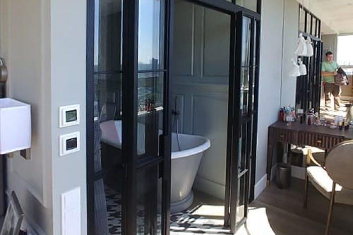 Перегородка в ванную с дверями
