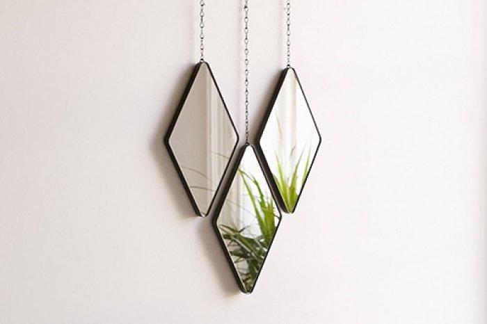 зеркало в металлической раме в стиле лофт фото