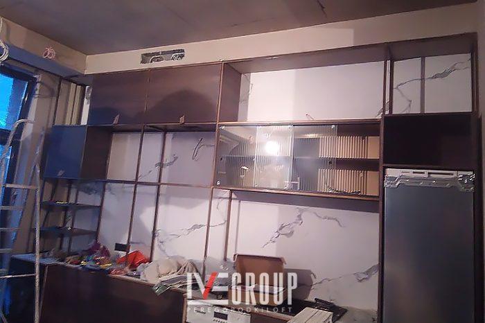 Установка кухонного гарнитура из латуни фото
