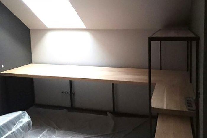 Стол с полками из слеба в кабинет