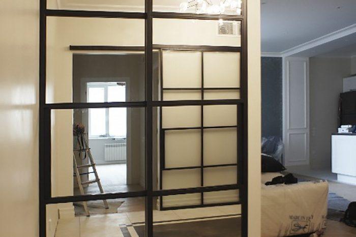 Двери купе с зеркальными вставками от ИВЕГРУП