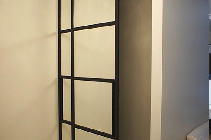 Зеркальные двери купе в гардероб фото
