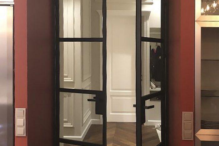 Распашные двери в прихожую фото