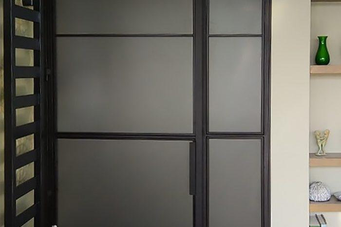 Дверь в душ с матовым стеклом картинка