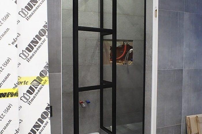 Дверь в душ с боковой фрамугой картинка