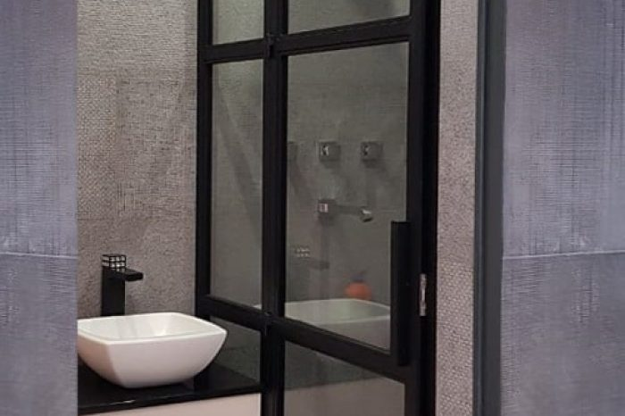 Нержавеющая дверь в душ картинка