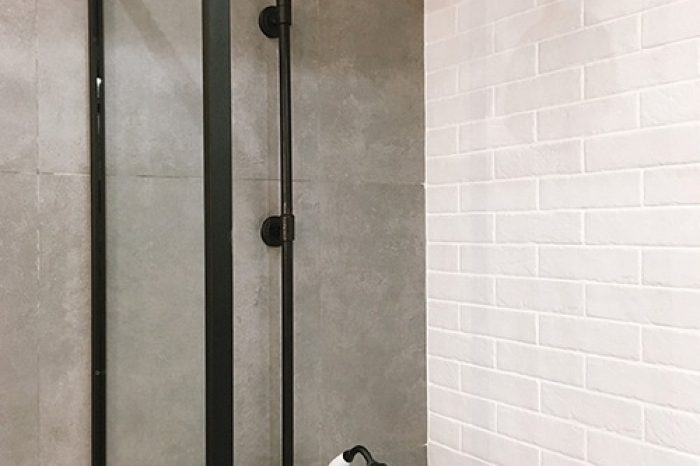 Стеклянная перегородка на ванную