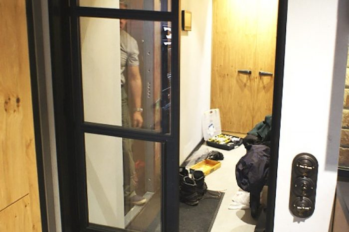 Монтаж телескопической двери
