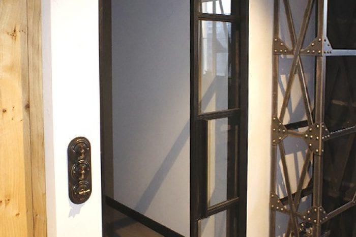 Металлическая дверь с пеналом